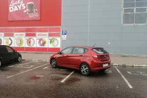 В Брянске возле «Магнита» сняли на фото мастера парковки