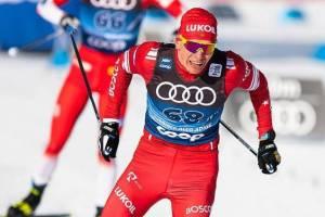 Брянский лыжник Большунов за явным преимуществом выиграл гонку преследования