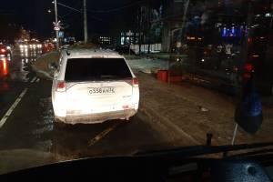 В Брянске нарушителя правил парковки сдал водитель автобуса