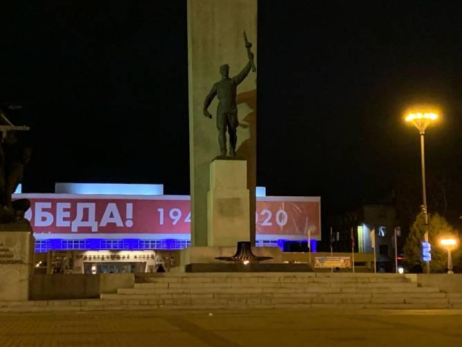 В Брянске закрасили скандальное граффити на памятнике партизанам