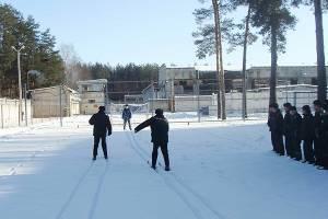 Брянским зэкам устроили лыжную эстафету
