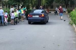 В Брянске наказали заехавшую на пешеходную дорожку автоледи