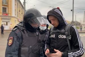 В Брянске полиция просит молодежь показать переписку в телефонах