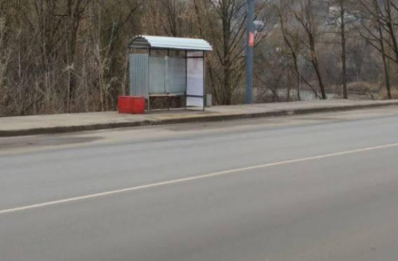 Жестяные остановки Брянска: «домики Ниф-Нифа» по 57 тысяч за штуку