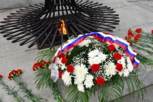 В Брянске в память о героях-пограничниках возложили цветы