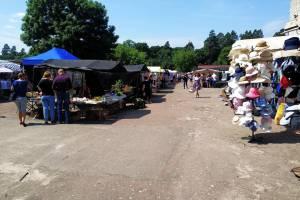 В поселке Локоть после двухмесячного перерыва открылся рынок