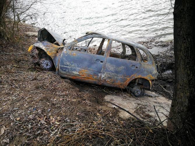 Под Брянском два маршрутчика спасли мужчину из горящего автомобиля