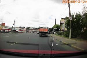 В Брянске ГАИ просят разобраться с нарушителями на грузовиках