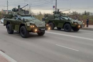В Брянске по проспекту Ленина прошла военная техника