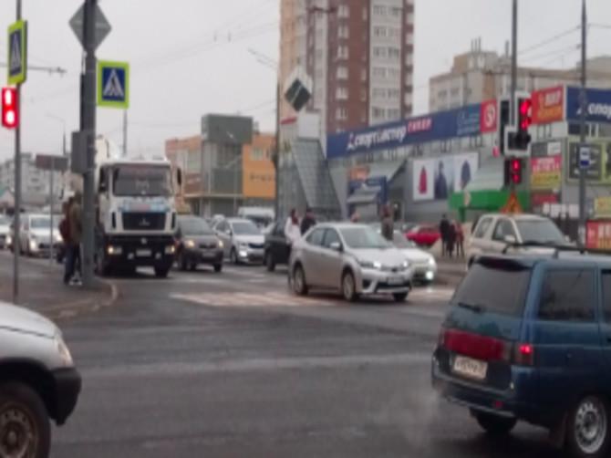 В Брянске на Авиационной столкнулись две «Тойоты»