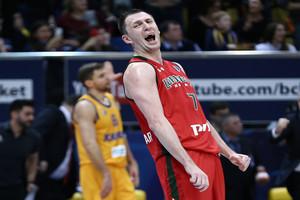 Брянский баскетболист Фридзон сломал руку во время игры