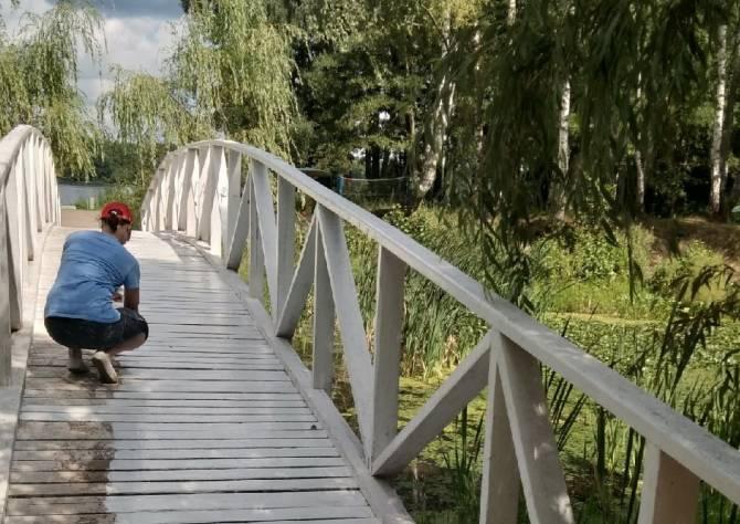 В брянском посёлке Белые Берега преображается мост