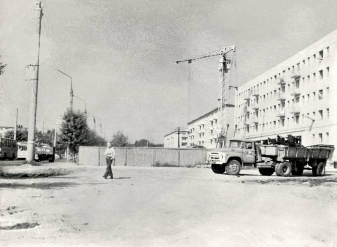 Брянцам показали фото строительства «Брежневского» гастронома