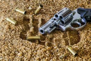 Черные копатели из Клинцов торговали холодным и огнестрельным оружием
