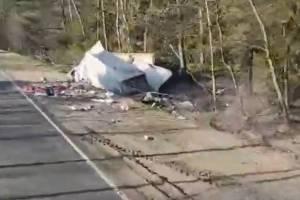 В жутком ДТП с грузовиком под Дятьково пострадали парень и девушка