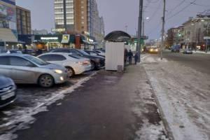 В Брянске уберут незаконную рекламу с автобусных остановок