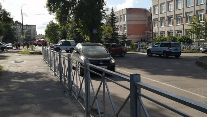В Брянске силовики оцепили ТЦ «Калита» и школу №36