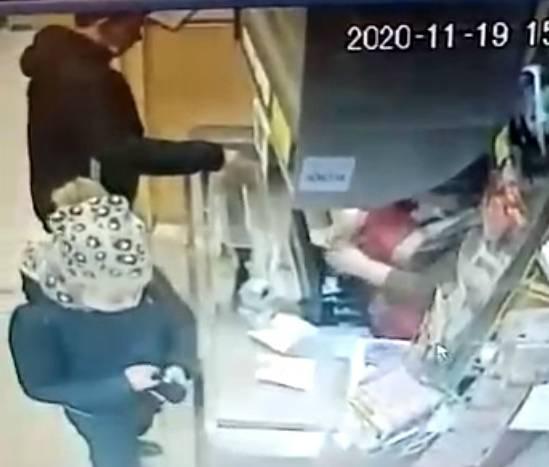 В брянском магазине «Гранат» ловкий вор обманул кассира