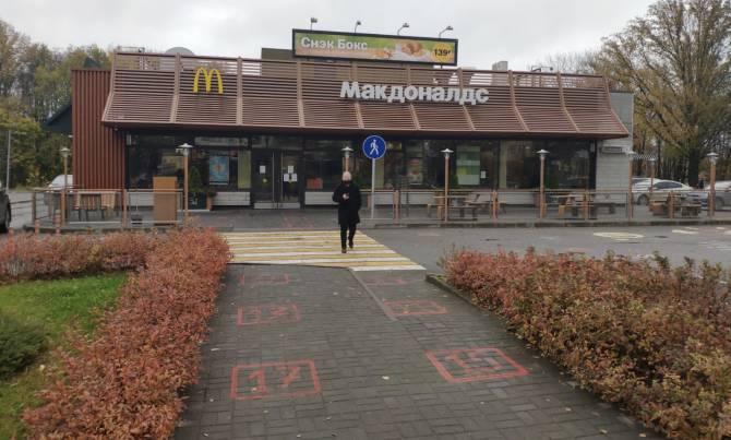 В Брянске закрыли на реконструкцию «Макдоналдс» на Кургане Бессмертия