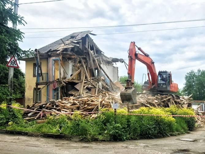В Брянске снесли старинное здание на улице Луначарского