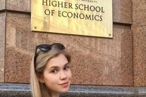 Брянская певица Анастасия Гладилина поступила в Высшую школу экономики
