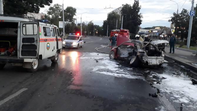 В Брянске появились фото с места жуткого ДТП на Кургане Бессмертия
