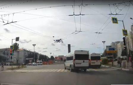 В Брянске маршрутчика оштрафовали за проезд на красный