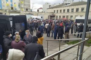 В Брянске сотни людей пришли проститься с Александром Матвеенковым