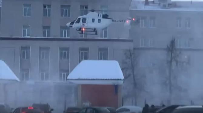 В Брянске сняли на видео посадку медицинского вертолета на территорию больницы