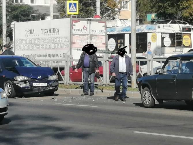 В Брянске на проспекте Московском столкнулись две легковушки