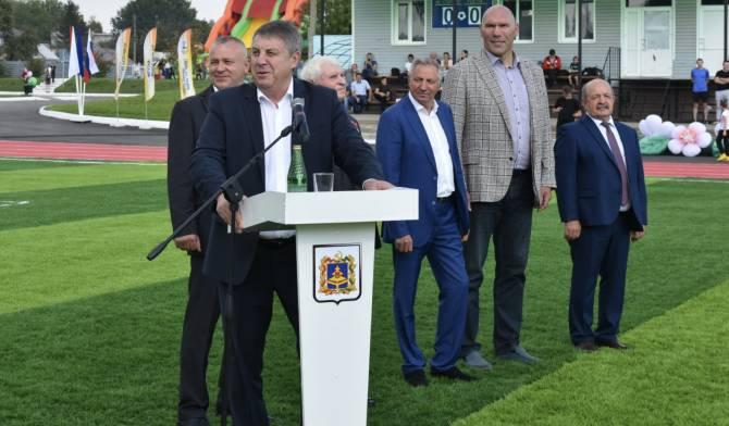 Открытый губернатором Богомазом затопленный стадион сняли на видео