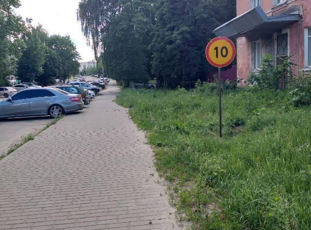 В Клинцах ограничили скорость движения пешеходов по тротуару