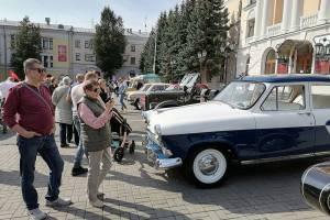 В День города в Брянске открылась выставка ретромобилей