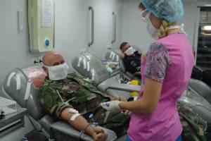 В Брянске росгвардейцы сдали 20 литров крови