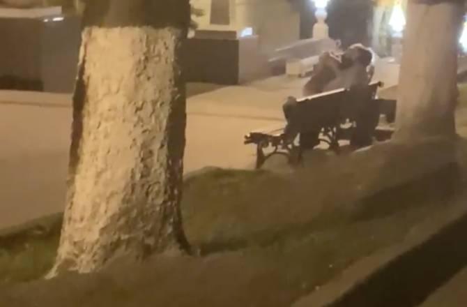 Пьяные брянцы устроили публичный секс на бульваре Гагарина