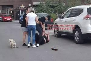 В Брянске пьяные женщины устроили драку во дворе многоэтажки
