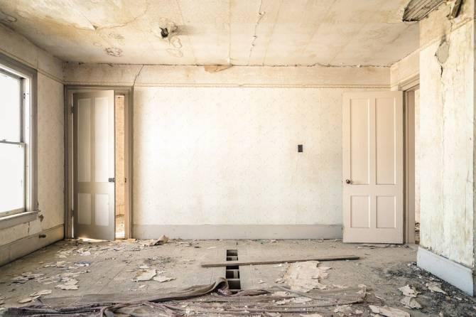 Брянцев призвали помочь отремонтировать дом для многодетной семьи
