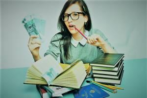 В Брянске родителям студентов не хватает денег на обучение детей