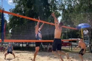 В Унече стали известны победители турнира по пляжному волейболу