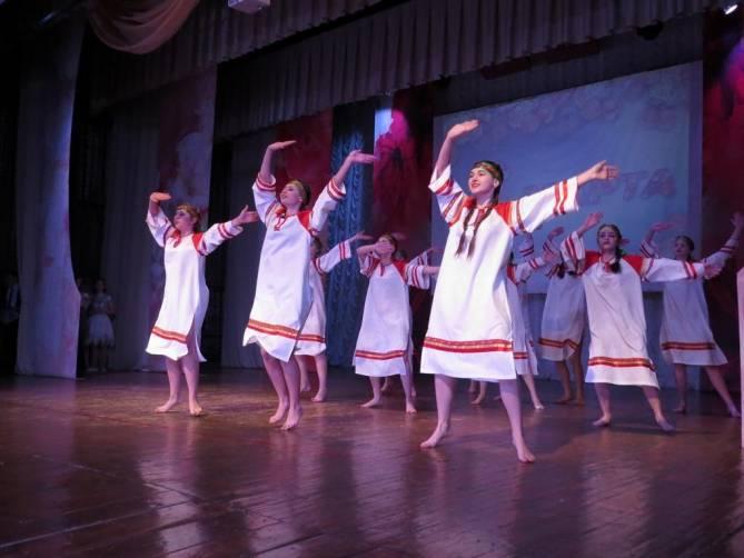 В Карачеве праздник весны отметили концертом