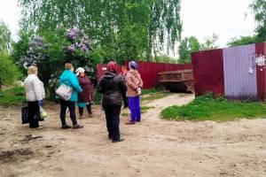 В поселке Локоть при ремонте двора забыли о мусорных контейнерах