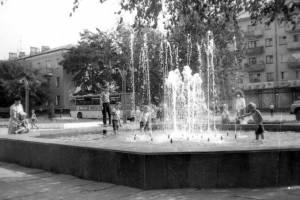 Брянцам показали старый фонтан перед заводом «Литий»