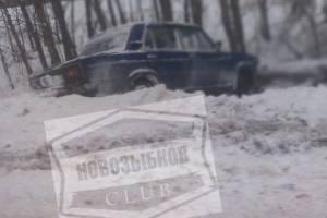 Под Новозыбковом с дороги улетел в кювет автомобиль «Жигули»