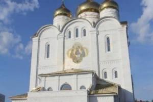 Митрополит Александр совершил литургию в кафедральном соборе