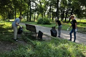 На уборку Брянска от мусора вышли 4,5 тысячи человек