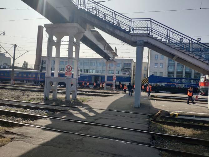 На вокзале Брянск-I начали сносить аварийный пешеходный мост