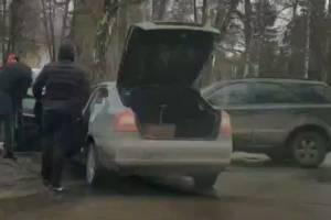 Возле ДК поселка Локоть столкнулись два автомобиля