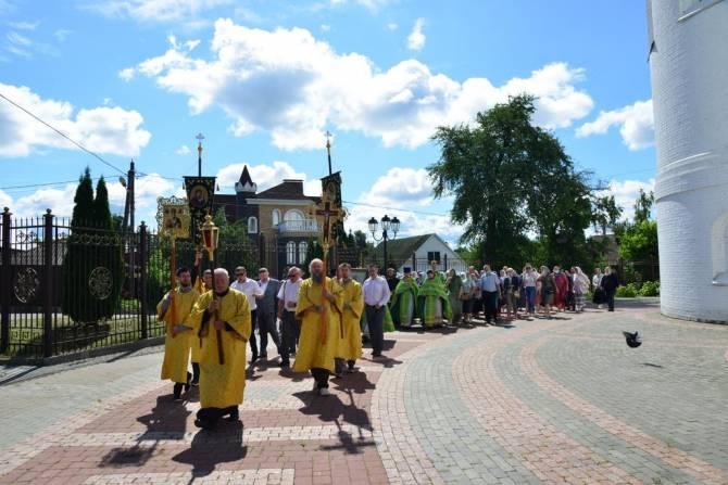 В Брянске вокруг Кафедрального собора состоялся Крестный ход