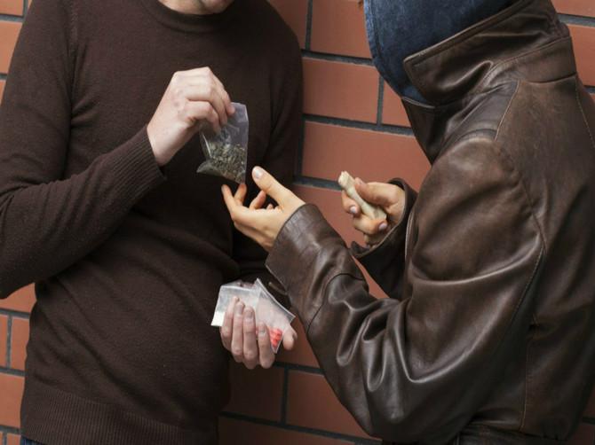В Брянске задержали 27-летнего парня, пытавшегося сбыть 38 г наркотиков