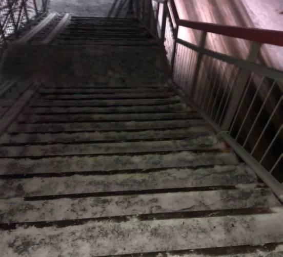 В Суземке пассажиры рискуют разбиться на железнодорожном мосту